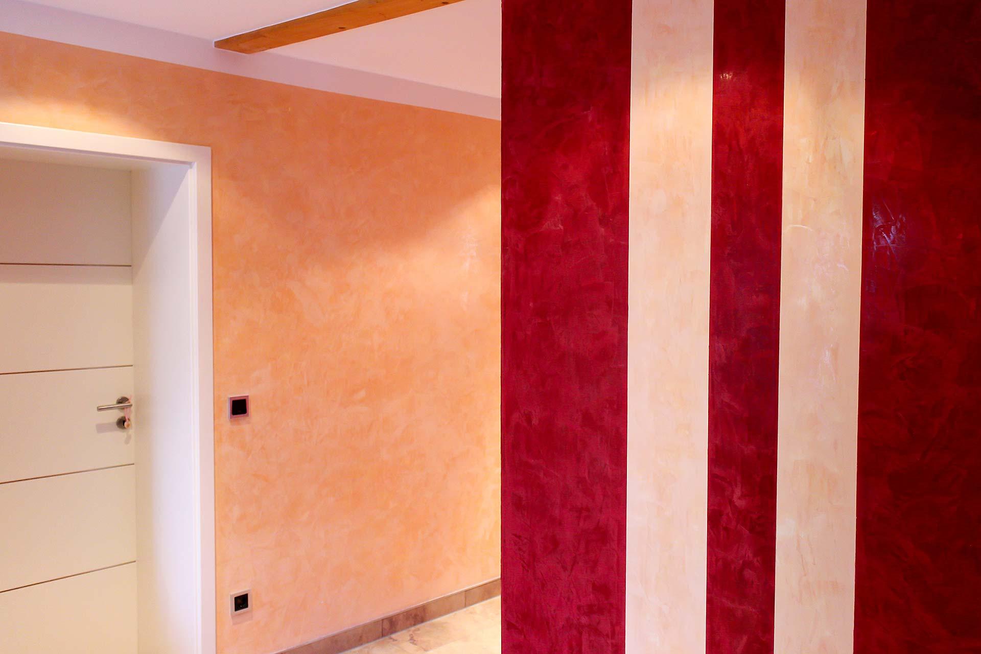 Wände mit verschiedenfarbigem Streichputz